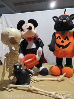 Lot of 4 Halloween Decorations