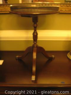 Fallon and Hellen Mahogany Pedestal Accent Table (Vintage)