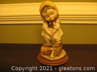 """Giuseppe Armani """"Girl Afraid of Mouse"""" Figurine (Capodimonte)"""