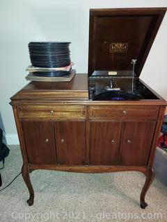 Antique VV215 Victor Victrola with Collection of 78 Records (50+)