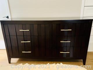 Stylish Modern Haverty's 6 Drawer Dresser