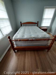 Very Nice Thomasville Mid Century Queen Size Bed with Sealy Mattress and Box Springs