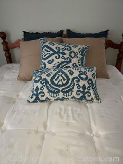 6 Beautiful Throw Pillows