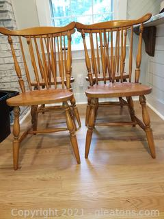 4 Early American Maple Windsor Dining Room Chairs