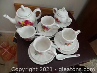 18 piece porcelain little girl tea set