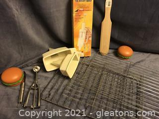 3 cooling racks, crape spatula, biscuit maker, melon scoop, 2 funnels