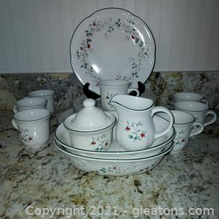 Pfaltzgraff Winterberry Stoneware dishes