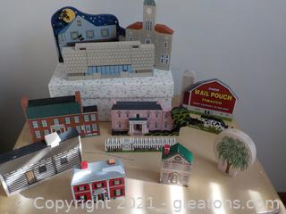 Collection of 12 Independent, Flat,  Decor Houses