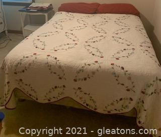 Full Size Mattress/Boxspring and Linens