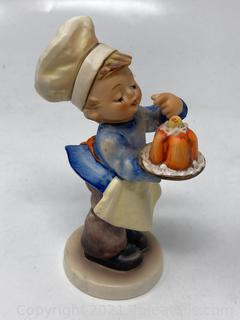 "Hummel Figurine : ""Boy with Cake"""