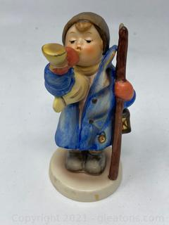 "Hummel Figurine : ""Hear Ye, Hear Ye"""
