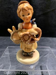 "Hummel Figurine ""Pretzel Girl"" Fist Issue 2004"