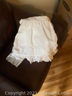 """High End """"White Linen Inc"""" Shabby Chick Bed Skirt KING"""