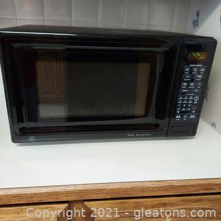 Black GE Microwave Oven