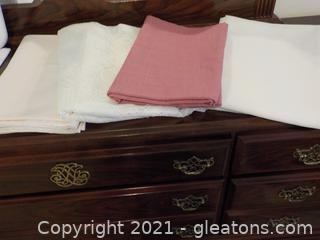 4 Lovely Table Clothes