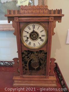Vintage Oak Mantle Clock