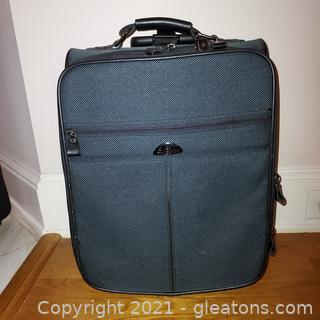 Very Nice Samsonite Pull Behind Suitcase – Can Also Be Carry on