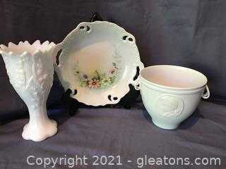 Kaiser porcelainvase with cameo of Mozart, milk glass vase, hand painted dish