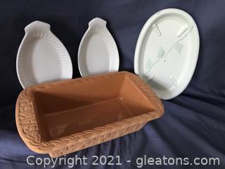 Clay bread pan, 2 ovenproof bowls ceramic trivet