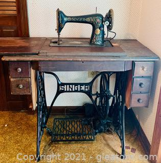 1910 Model 66 Singer Machine and Cabinet