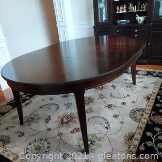 Beautiful Broyhill Oval Dining Room Table with 1 Leaf