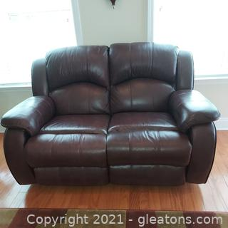 Very Nice 2 Person Recliner Loveseat (Manual)