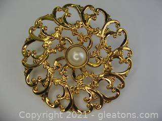 Pretty Avon Pearl Pin