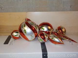 1 Set of Oversize Ornaments