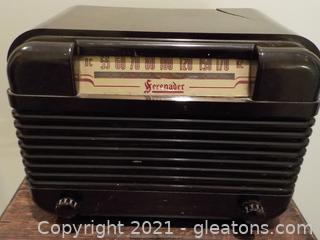 Vintage Serenader Electric Radio