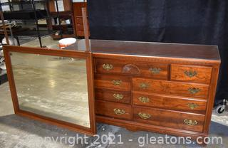 Traditional 7 Drawer Dresser with Detached Mirror & Glass Protector Top