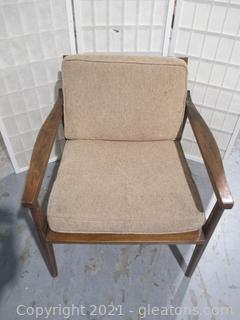 Beautiful Mid-Century Modern Chair