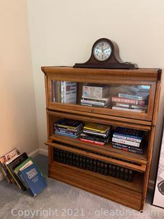 Beautiful Wood 3 Shelf Display Cabinet /Bookshelf