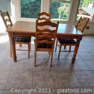 Knotty Pine Breakfast Table with 4 Chairs