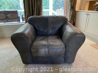 Charming Round Arm Leather Chair