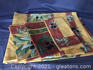 New table cloth olive design, three napkins