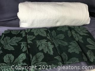 Vintage cream/white table cloth 4 green napkins