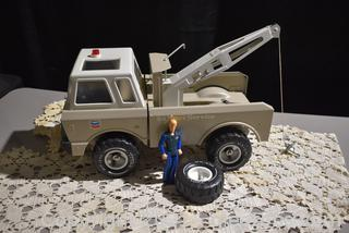Tonka 1978 Chevron Might Wrecker Tow Truck-with Driver