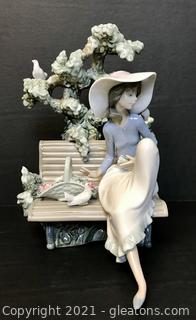 """LLADRÓ Porcelain Figurine """"Sunday in The Park"""" (5365) with Box"""