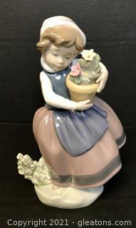 """LLADRÓ Porcelain Figurine """"Spring is Here"""" (5223)"""