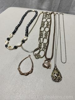 Adorable Set of Jewelry