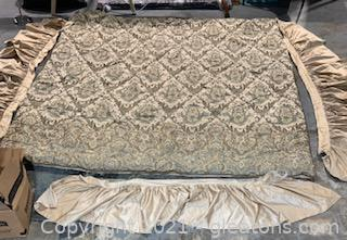Queen Size Comforter with Bed Skirts