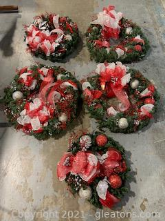 5 Christmas Wreaths and Thick Garland Strand