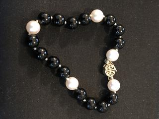 Onyx, Pearl, and Gold Beaded Bracelet