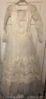 1950's Wedding Dress in Near Perfect Condition