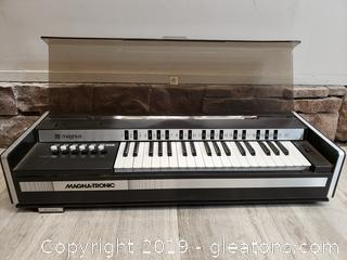 Vintage Electric Chord Organ magnus model Table Top With Cover