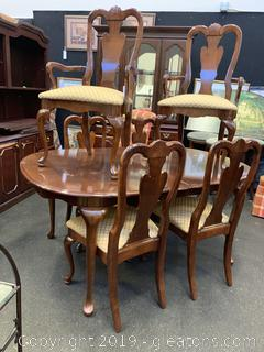 Dining Table and 6 Matching Chairs EXCELLENT CONDITION