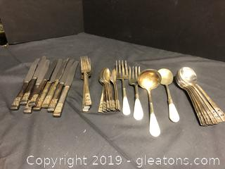 Community Service Full Set Of 8 Antique Flatware Mother Of Pearl Handles