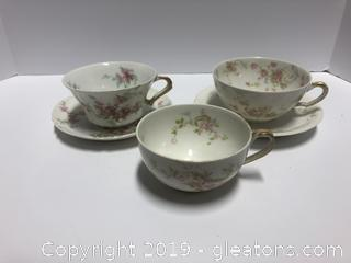 Set Of Haviland Tea Cups And 2 Saucers