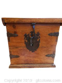 Very Fine Old American Pine Large Storage Box W/Iron Detail