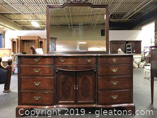 Beautiful Lexington Palmer House Mahogany Dresser